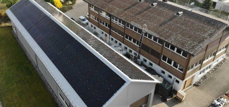 Der Bau unserer Photovoltaik-Anlage ist in vollem Gang