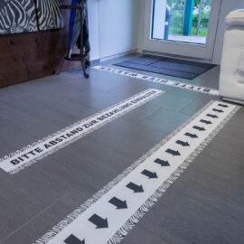 Bodenwerbung bei Zebra Hoor Garten